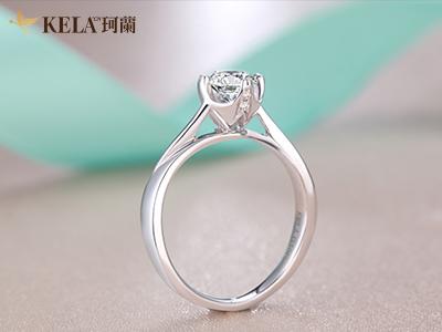 迷人闪耀的白金戒指要多少钱