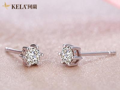 珂兰钻石耳环的材质和款式