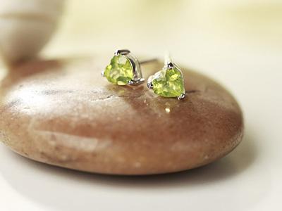 如何定制橄榄石心形耳钉