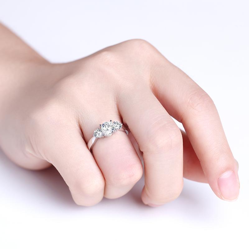 凤冠 18K金钻石女戒 结婚钻戒