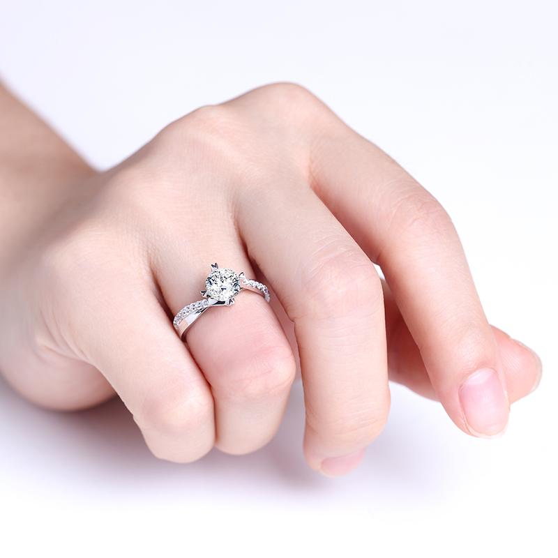 年华 18K金钻石女戒 结婚钻戒