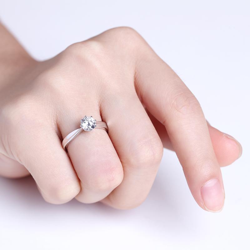 神圣之光 白18K金钻石女戒 结婚钻...