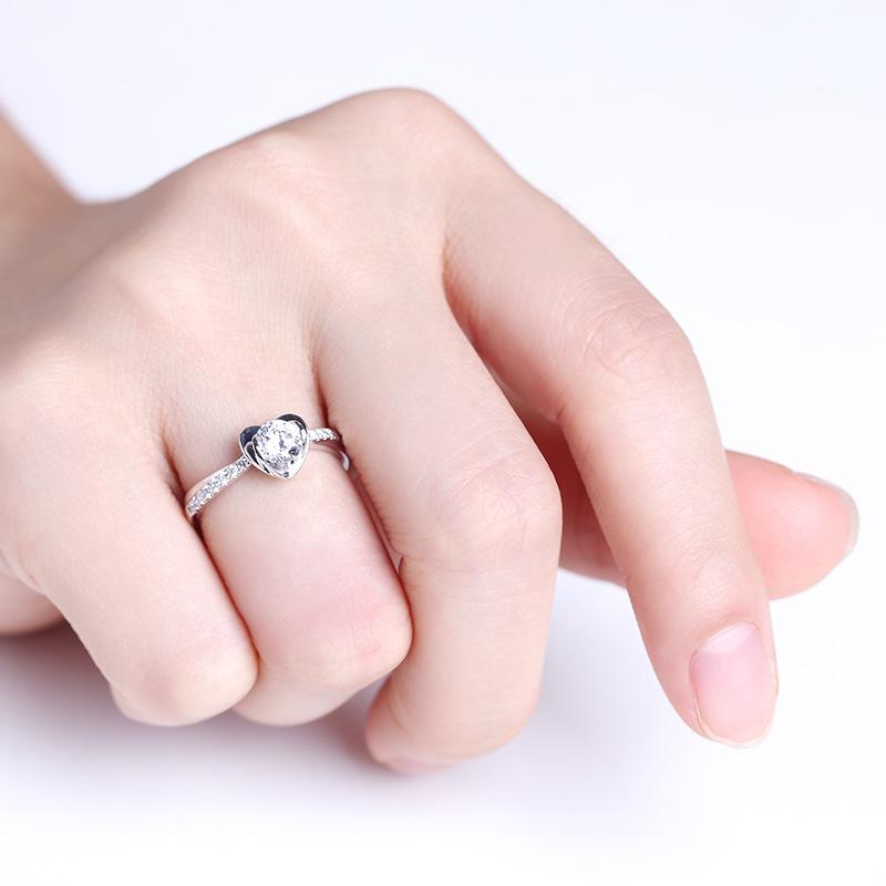 真心为你 18K金钻石女戒 结婚钻戒
