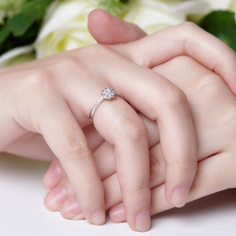 爱绽放豪华版 白18K金钻石女戒 结婚钻戒