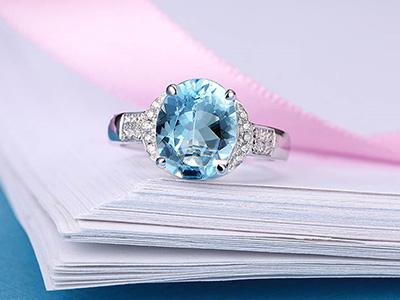 深邃的蓝色托帕石多少钱一克